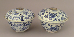 Two Delftflower bowls, ca. 1720, with blue and whi