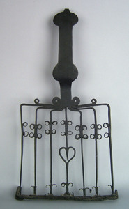 Wrought iron griddle, early 19th c., with scroll a