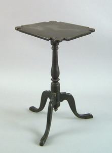 Connecticut Queen Anne painted maple candlestand,a