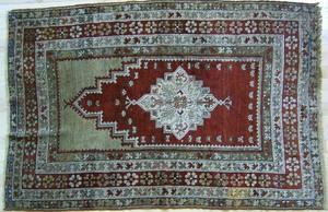 Turkish prayer rug, ca. 1900, with red mehrab andu