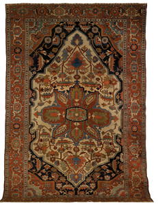 Roomsize Serapi rug, ca. 1910, with central medall