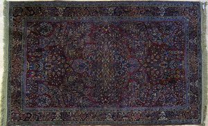 Sarouk throw rug, ca. 1920, with floral pattern on