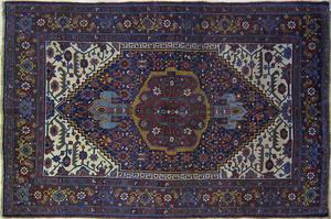 Bidjar throw rug, ca. 1900, with a central medalli