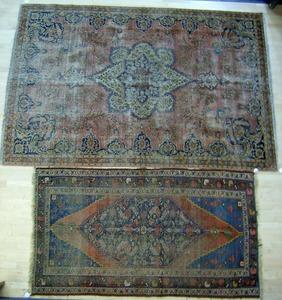 Roomsize Sarouk rug, 10' x 6'10