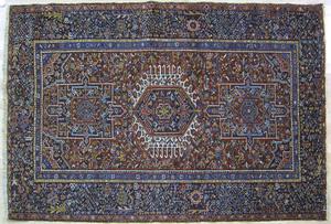 Heriz throw rug, ca. 1930, with 3 medallions on ae