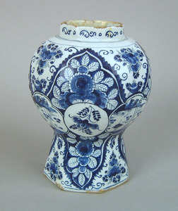 Dutch delft octagonal baluster vase, ca. 1740, wit
