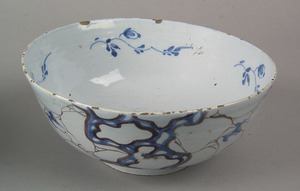 English delft bowl, ca. 1740, with cracked ice ort