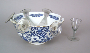 Dutch delft monteith, ca. 1710, with blue and whit