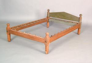 Pennsylvania trundle bed, ca. 1800, retaining an o