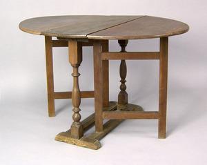 New York William & Mary gumwood dropleaf table, ca