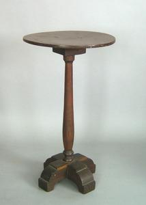 Pennsylvania walnut candlestand, ca. 1740, the cir