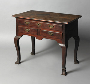 Delaware Valley Queen Anne walnut dressing table,a