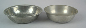 Small English or American pewter bowl, 1780-1820,5