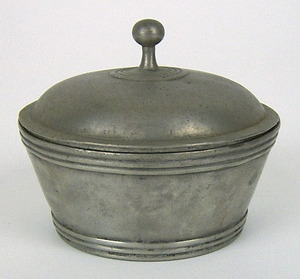 Small covered pewter sugar, with indistinct touch,