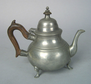 English pewter teapot, ca. 1721-1773, bearing thea