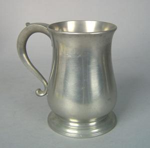 English pewter tankard, late 18th c., impressed wi