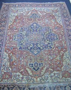 Roomsize Heriz rug, ca. 1920, 12'10