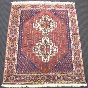 Shiraz throw rug, ca. 1940, 6' x 4'10