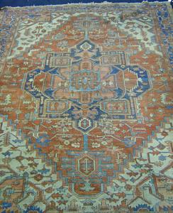Roomsize Heriz rug, ca. 1910, 12'2