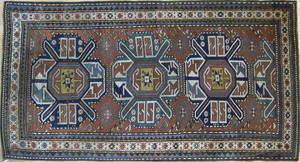 Chelabeard throw rug, ca. 1900, with 3 medallionsn