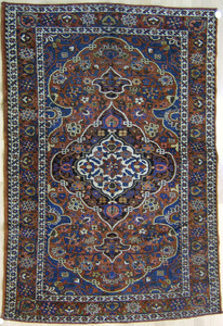 Baktiari throw rug, ca. 1930, with central medalli