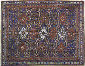 Malayer throw rug, ca. 1920, with repeating medall