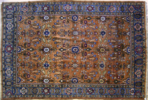 Roomsize Mahal rug, ca. 1920, with overall florala