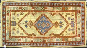 Serab throw rug, ca. 1930, with central medallionn