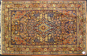 Jozan Sarouk throw rug, ca. 1930, with central med
