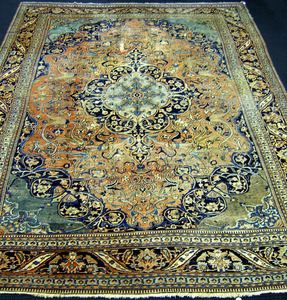 Roomsize Khorrossan rug, ca. 1920, with central me