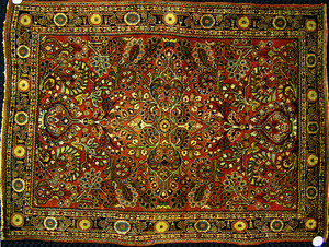 Sarouk throw rug, ca 1920, with overall floral des