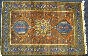 Heriz throw rug, ca. 1930, with three medallions o