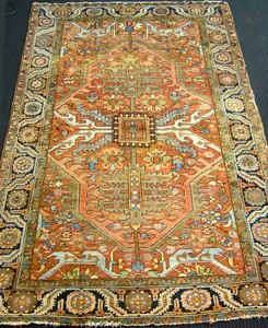 Roomsize Heriz rug, ca. 1940, with Serapi design o