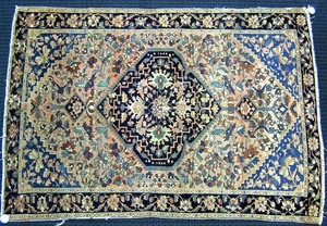 Sarouk throw rug, ca. 1930, with large central med