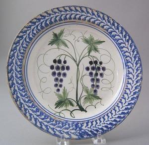 Blue sponge creamware plate with grape decoration,