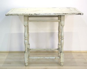 Maine painted pine tavern table, late 18th c., wit