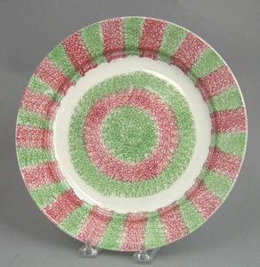 Red and green rainbow spatter bullseye plate, 9 1/