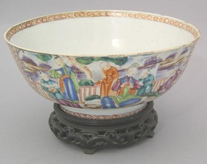 Chinese export famille rose bowl, early 19th c., 3