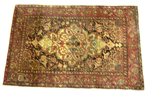 Sarouk throw rug, ca. 1920, with central ivory med