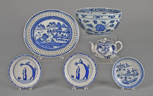 Six pieces of Chinese blue and white porcelain