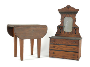 Oak doll's dresser, early 20th c., together with a