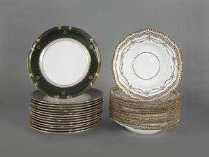 Set of fourteen Copeland Spode dinner plates, 10 1