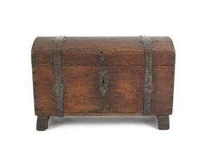 Continental oak dome lid lock box, 18th c., with i