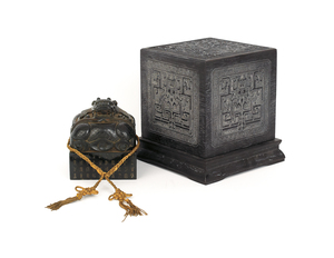 Chinese carved jade stamp with box