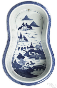 Chinese export porcelain Canton bidet, 19th c.