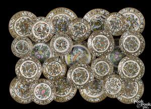 Twenty-five Chinese export porcelain plates
