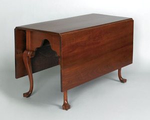 Pennsylvania Queen Anne walnut dining table, ca. 1