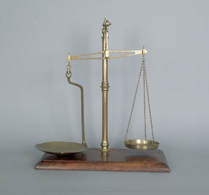 English brass balance scale, 19th c., with knopped