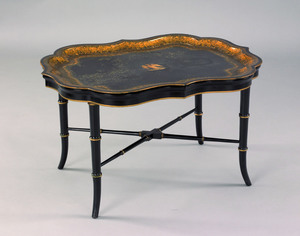 Gilt decorated black lacquerware tray, 19th c., r
