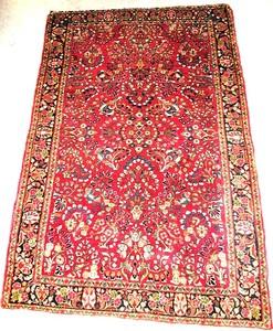 Semi antique Sarouk rug with a floral design on au